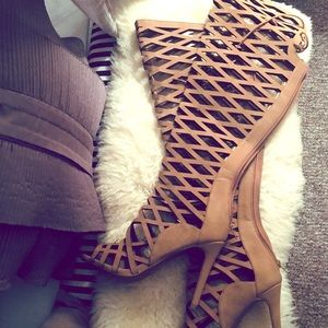 Beautiful cut out heels 😍😍😍